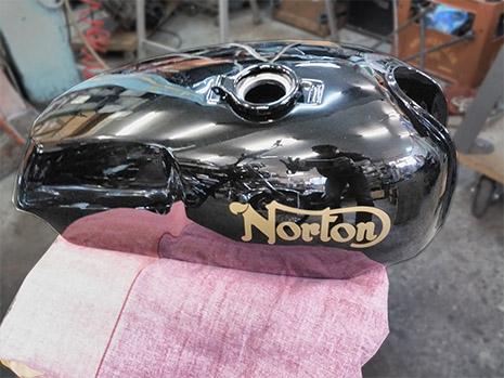 Norton Comando Roadstar Tank